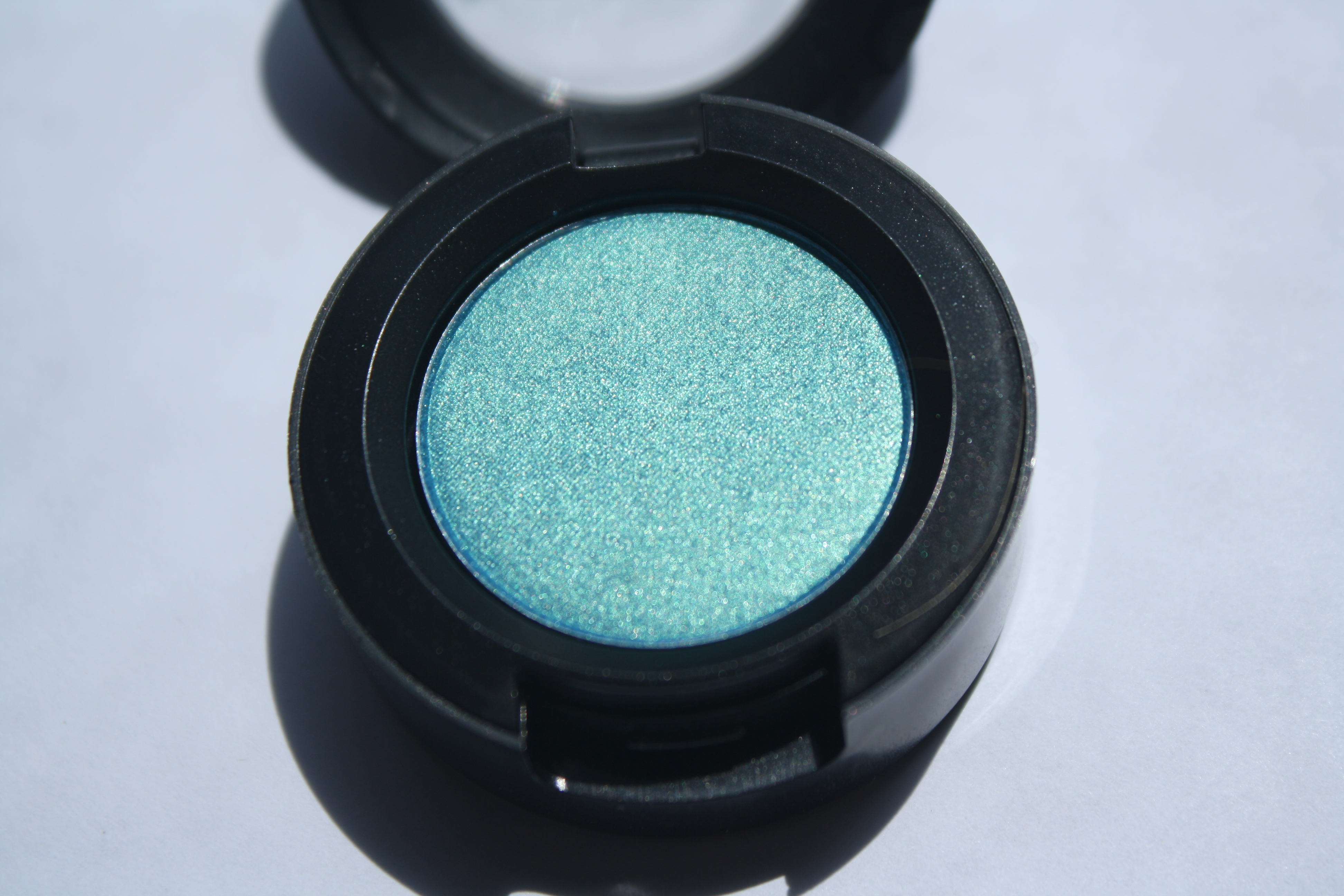 MAC Art of the Eye: Parrot Eyeshadow Review, Swatches, and Photos ...